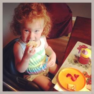 2013 07 Ellie eating brekkie
